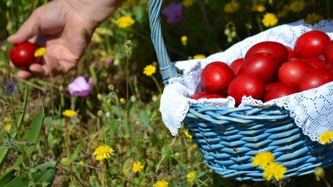 Easter in the 10s: If you cannot avoid it, enjoy it