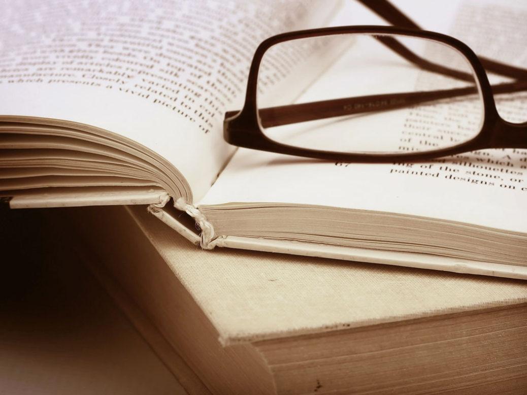 «Και με το φως του λύκου επανέρχονται», κλεφτές ματιές στο μυθιστόρημα, που καθιέρωσε τη Ζυράννα Ζατέλη