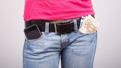 Buying a new smartphone with a diminishing pension: The Greek family of the 10s